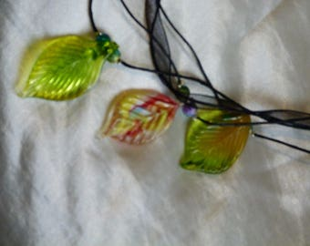 Green glass leaves necklace