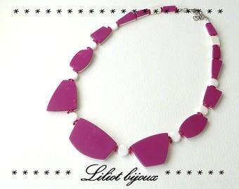 Necklace short geometric fuchsia and white