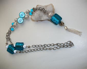 Beautiful turquoise necklace, beads glass and silver plated steel.