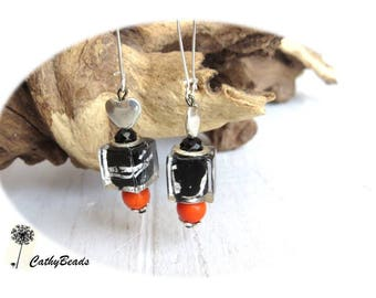 Earrings include silver and black glass cubes