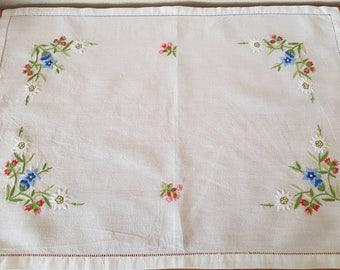Vintage Cotton Embroidery Placemats x5