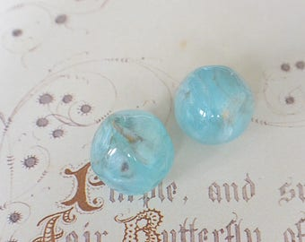 Set of 2 acrylic marble effect blue, gold and white 15mm Baroque beads