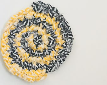 Black and Yellow Hot Pad, Round Crochet Potholder, Cotton Trivet, Gift for a Baker, Gift for a Cook