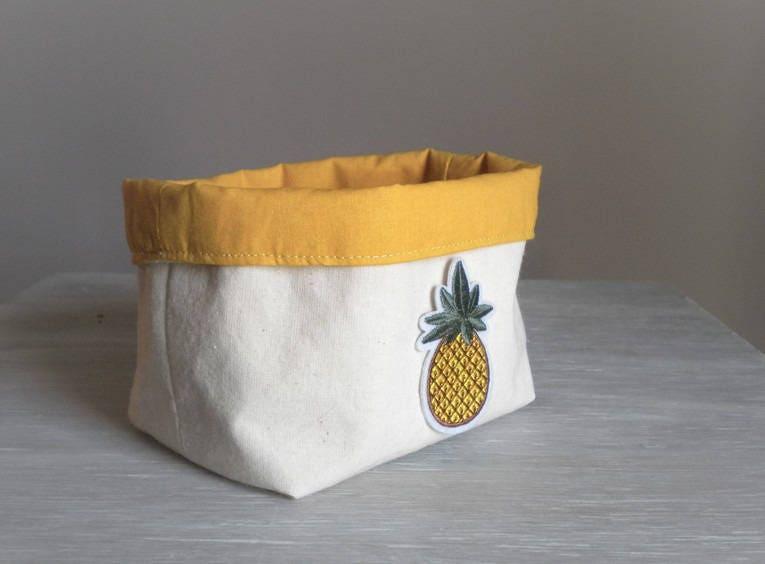 pani re de rangement vintage couleur moutarde patch ananas. Black Bedroom Furniture Sets. Home Design Ideas