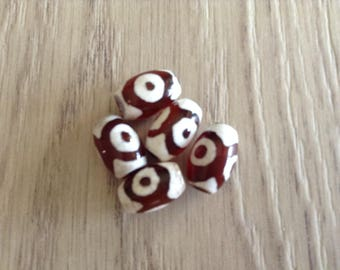 the barrel-shaped Tibetan agate beads