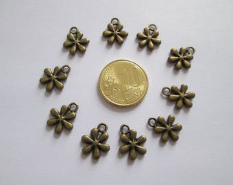 10 breloque petite fleur en métal bronze 14 x 11 mm