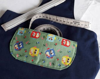 "Tote bag to hang, Navy handbag balls of yarn on the arm, in blue cotton and printed fabric ""owls"""