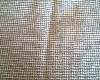 Wool fat quarter printed checkered white and grey 156 x 60