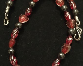 "Necklace Beaded Hearts Reds Touch of black 14"" long"