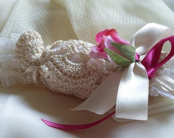 Crochet Favors Egyptian cotton candy cream, white and pink satin ribbons, fabric flower, 5 almond Confetti