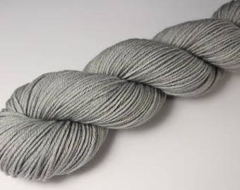 Skein hand - dyed Fingering - 100% superwash Merino - 50 g / 200 m - mouse