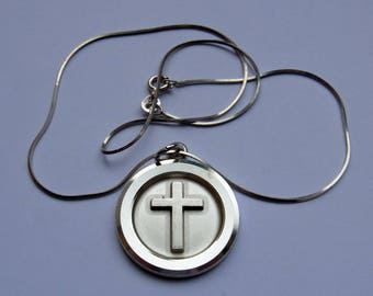 Cross Pendant with chain - sterling silver - made in London in 1974 - 11.9g/2.3g