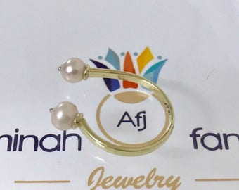 Pearl &yellow gold ring