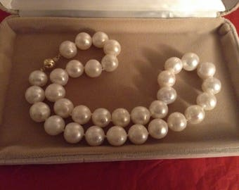 14 k Gold Freshwater Pearl Necklace with 14 k yellow Gold Clasp