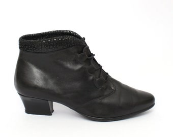 EU 38 - Black vintage shoes womens size 5 / US 7,5 - 1980s pointy ankle boots for women - 80s black goth granny boots leather gothic