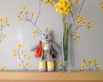 Knitted teddy grey and yellow