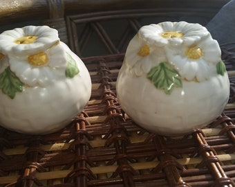 "Sculptured Vernon Metlox ""Poppytrail"" Daisy's Vintage China - Salt and Pepper Shakers"