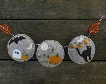 Halloween Garland, Fall Autumn Decor, Fiber art bunting, Halloween Pumpkin Decor, Pumpkin Garland, black Cat, Ghost