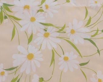 Vintage Flat Sheet, Large Size Bed Sheet, Polyester Cotton, Morgan Jones, 1970s Retro Bed Linens Fabric, Bedding, Peach with White Daisies