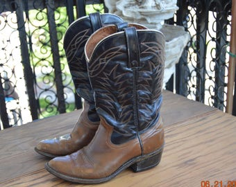70's Cowgirl boots 7 .5 D, Leather Two Tone Brown, Classic cowboy Western flame stitching accents the uppers in orange, tan, and yellow