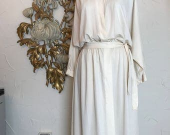 1970s robe ivory robe pleated robe size medium vintage robe 1970s house coat vintage dressing gown vintage house coat