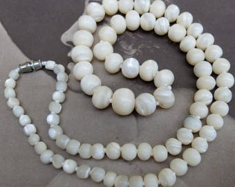 Vintage Graduated Shell Necklace Freeform Round Beads