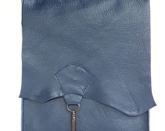Raw edge leather bag with vintage key - navy blue
