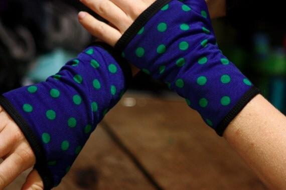 Cuff - Short mittens, blue with green polka dots lined Lycra cotton jersey. Mitten Rock Swing