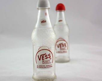 Vess Billion Bubble Beverages Salt and Pepper Shakers - Vintage Salt and Pepper Shaker Set - Vess Soda - Soda Pop Bottles - Drink
