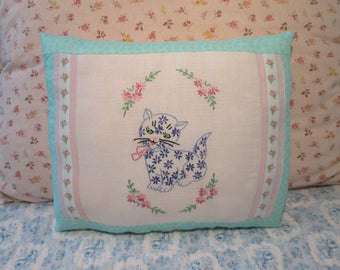 Lovely VINTAGE Linen PILLOW with Sweet Kitty/Cat Embroidery Home Decor Accent Pillow