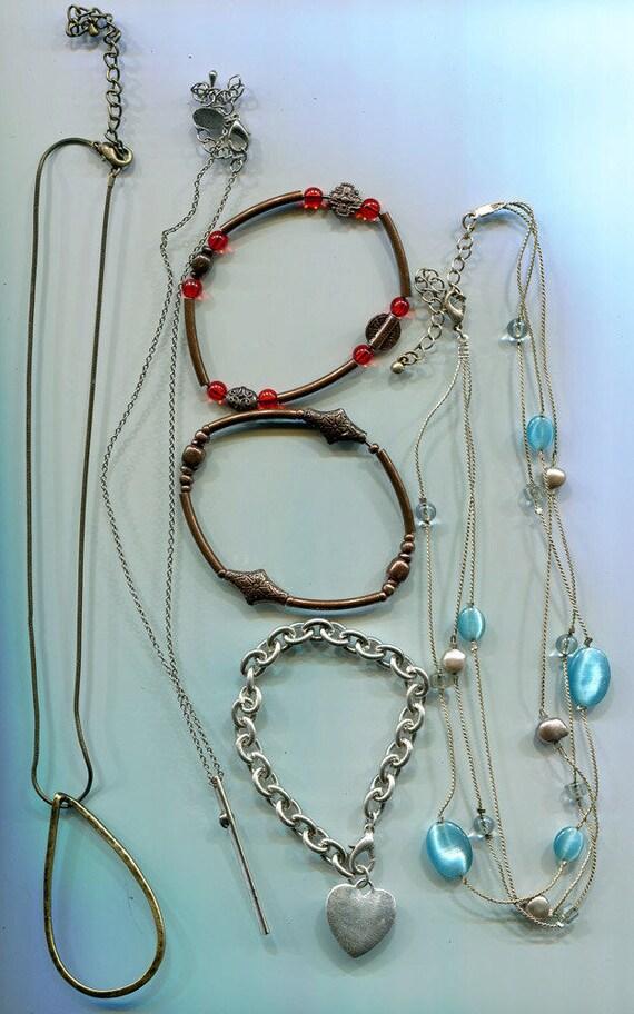 vintage mixed JEWELRY LOT necklaces beaded bracelets chain bracelet glass plastic chain necklaces charm necklace 6 piece