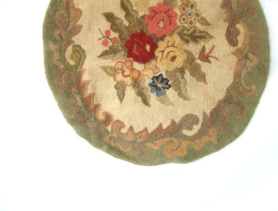 Vintage Hand Hooked Rag Rug Round Antique Floral Hook Circle Throw Rug Primitive Shabby Chic Home Decor 34 inches