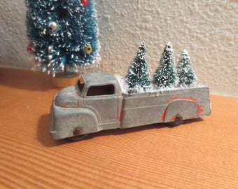"""Vintage Metal Tootsie Toy Truck Carrying 3 Sisal Bottle Brush Trees Loaded and Ready for Delivery, 4"""" truck Desk Decor Vintage Decor"""