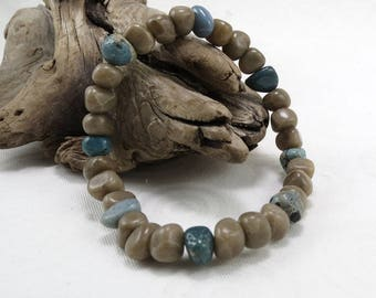 Petoskey stone and Leland bluestone chip stretchy beadwork bracelet B1908