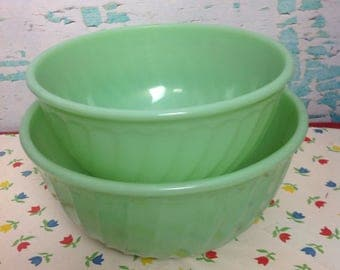 "2 Vintage Fire King green jadeite swirl nesting mixing bowls. 7"" and 8"" in diameter. Vintage kitchen. Cooking. Baking."