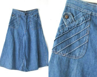 Vintage 70s denim culottes / Hippie Boho denim jean culottes shorts / 1970s flare orange stitched denim culottes