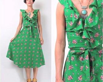 30% Off FLASH SALE 1970s Floral Dress Green Floral Print Dress Ruffle Neckline Flared Skirt Wrap Front Dress Vintage 70s Dress Petites XXS E