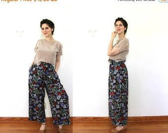 ON SALE 90s Wide Leg Trousers / 1990s Ankle Length Gauchos / 90s Rayon Dark Floral Palazzo Pants / 1990s Pants