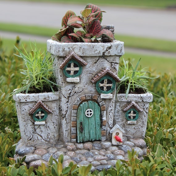 Potter's Place Fairy Planter ″ Tall x 7.5″ Wide x 5.75″ Deep