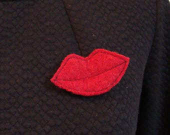 MOUTH red Love BROOCH