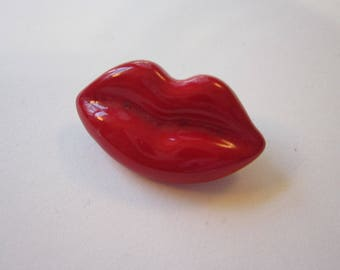vintage pin - red LIPS - novelty pin, vintage brooch