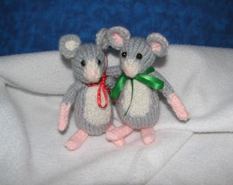 Mouse - Door Mouse - doormouse - Hand knit - Choice of Bow color