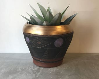 A Z T E C  S U N R I S E : terra cotta planter