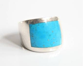 Turquoise ring. Sterling silver ring.  Vintage ring. UK size P ring.  US size 7 1/2