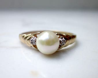Vintage Cultured Pearl and Diamond Accent Ring set in 10k Solid Yellow Gold, Size 6.5 // Pearl Ring //