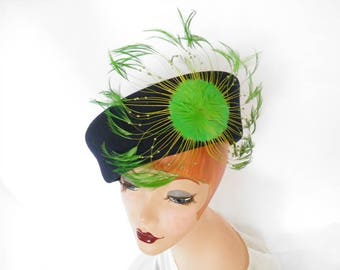 Navy vintage hat, green feathers, 1960s/1970s, XL toque