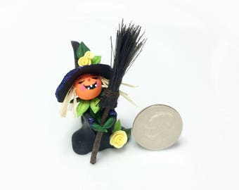 Miniature Halloween pumpkin witch for 1:48 scale doll house