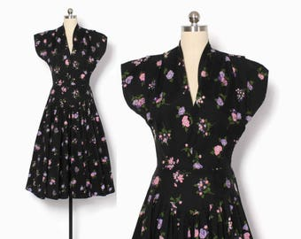 Vintage 50s Floral Dress / 1950s Black Cotton Cap Sleeve Full Skirt Day Dress S