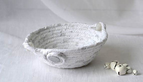 Christmas Candy Dish, Decorative Holiday Basket, Handmade White Winter Decoration, Trinket Basket, H1 Ring Holder Basket, Key Holder