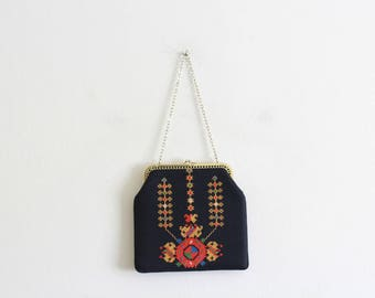 Vintage Embroidered Handbag / Evening Clutch Purse Chain handle / Metal Closure